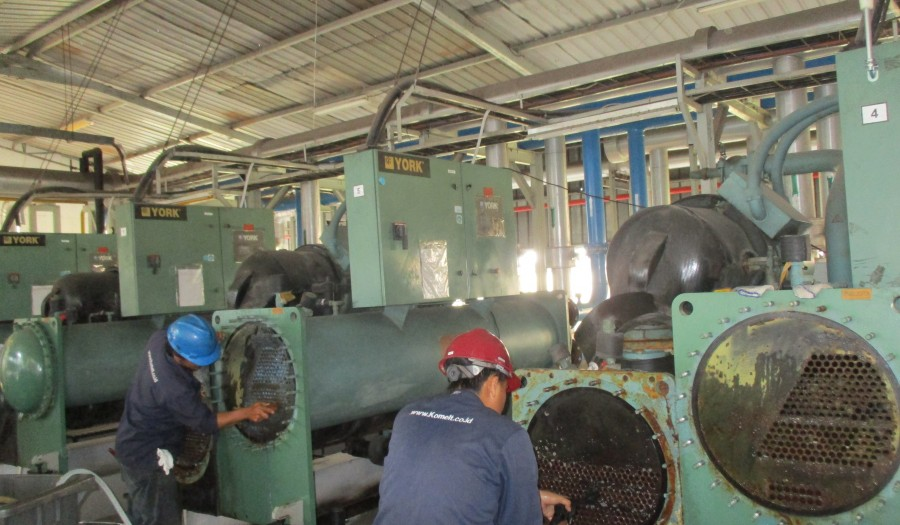 Cleaning Chiller PT. Indopoly Swakarsa Industry Tbk